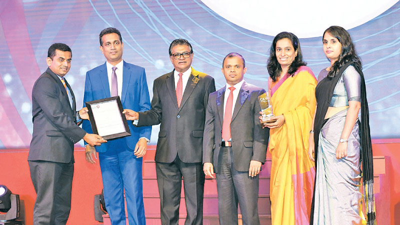 UA Team receiving the Gold Award for Corporate Social Responsibil ity Reporting