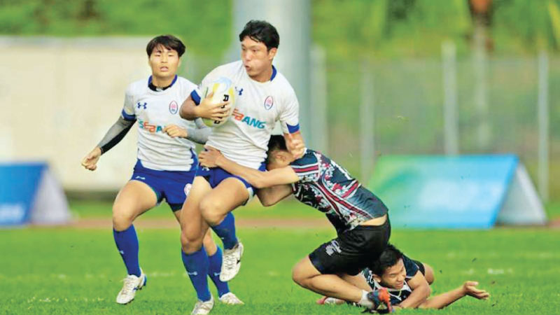 A South Korean under 19 player makes a break with more support coming his way from a team-mate