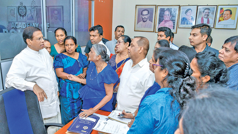 President Maithripala Sirisena visited the Sri Lanka Freedom Party headquarters at Darley Road yesterday and met party officials and stalwarts there. Picture by President's Media Division.