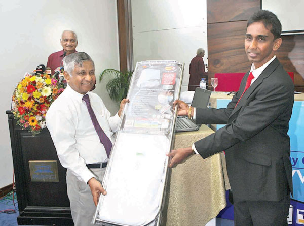 D Samson Industries (DSI) Managing Director, Kulathunga Rajapakshe making the first purchase via the website