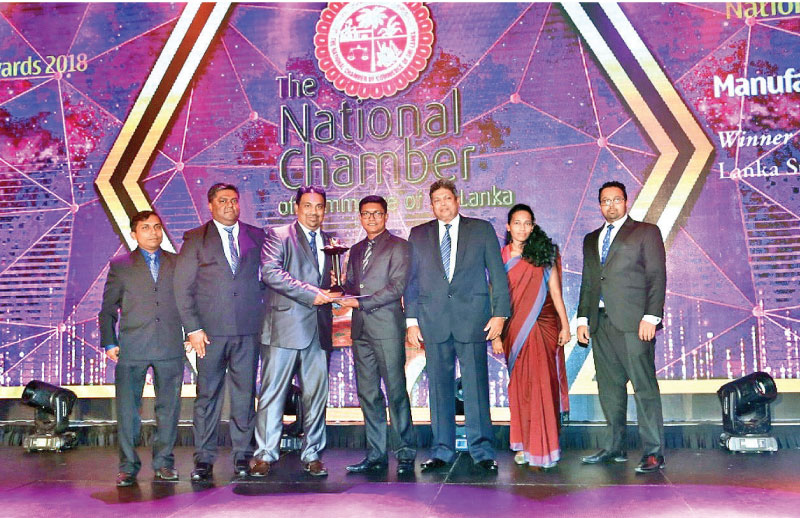 Lanka SSL CEO Pravin De Silva receiving the award. Sura jKarunathilaka Manager Quality Management Systems and Safety, Lalinda Geekiyanage Head of Plant Operation, Samanmali Munasinghe Head of Finance and Accounts and Chinthaka Gayan, Head of Sales and Marketing look on.