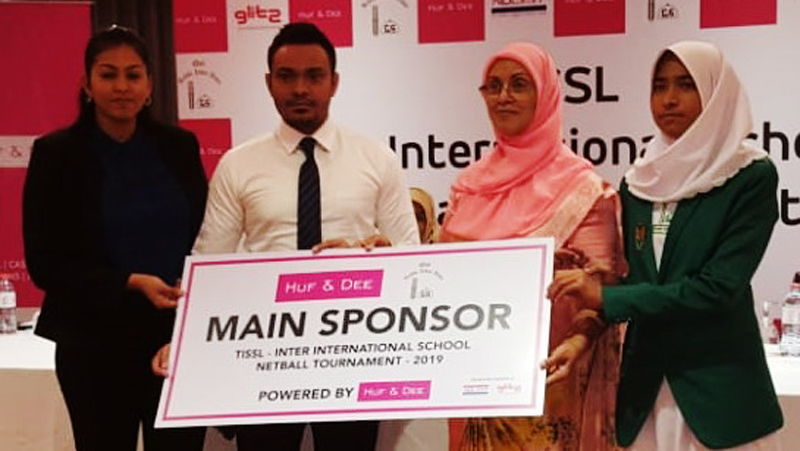 The representatives of Main Sponsor NOLIMIT handing over the sponsorship cheque to Mrs. Fareeda Wahab (third from left) Principal of Ilma International School. The skipper of Ilma International School Kadeeja Thahir (extreme right) is also in the picture.