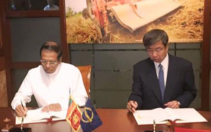 President Maithripala Sirisena signing the loan agreements with ADB President Takehiko Nakao at the ADB headquarters yesterday