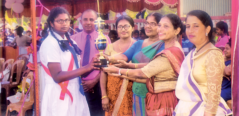 Overall championship cup being awarded to Manel House Captain Sudari Sithumini, by the chief guest Kalutara Zonal Director Mrs. Priyani Mudalige and the distinguished guests. Picture by Kalutara Central Special Corr. H. L. Sunil Shantha.