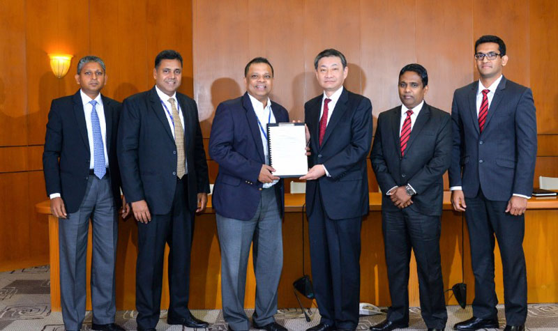 Supun Dias, Head of Business Development, HNB, Sanjay Wijemanne, Deputy General Manager (Retail Banking) – HNB, Jonathan Alles, Managing Director/CEO, HNB, Shungo Yoshioka, Managing Director,Toyota Lanka, Manohata Atukorala, Director/Chief Operating Officer, Toyota Lanka and Ashan de Silva, General Manager (New Vehicle Sales), Toyota Lanka