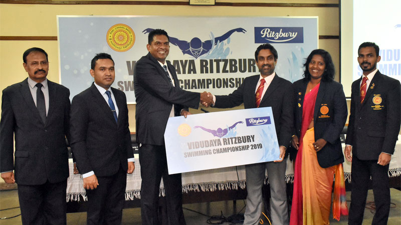 The sponsorship cheque handed over by Marketing Manager of CBL, Nilupul de Silva (third from left) to Chairman of Sports Advisory Board Professor Pradeep Jayaweera (fourth from left). (From left) Public Relation Manager of CBL Janaka Botheju, Brand Manager of CBL Aruna Liyanapathirana, Director of Physical Education Nishanthi Vidanage and Tournament Secretary Sudarshana Keerthirathna are also in the picture.