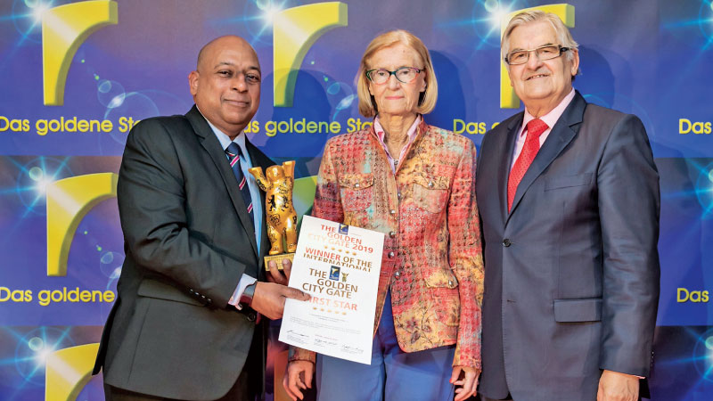 SriLankan Airlines, Regional Head Europe, Manoj Gunawardena receiving one of the awards from Golden City Gate Awards  from President Wolfgang Jo Huschert in Berlin
