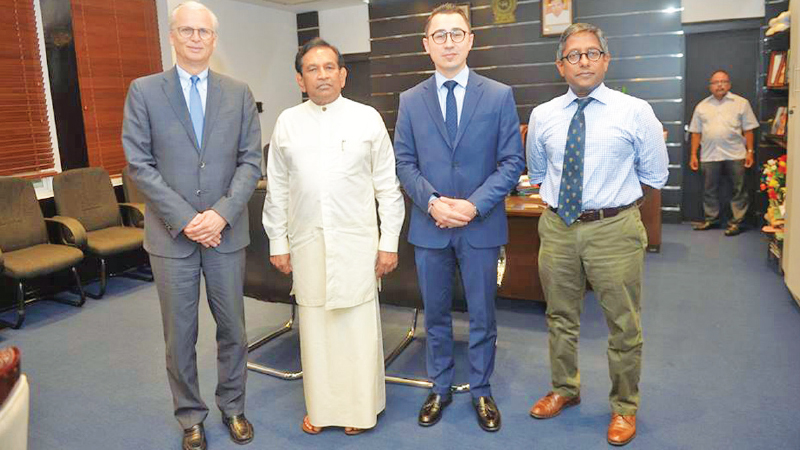 Health Minister Dr. Rajitha Senaratne with the delegation.
