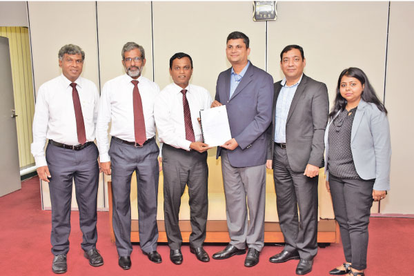 Bank of Ceylon's Deputy General Manager M.J.P. Salgado (center left) and MasterCard, Country Manager Sri Lanka and Maldives- R.B. Santosh Kumar (center right) after signing the MoU related to MPGS. the bank's Assistant General Manager Electronic Banking Mr. K.T.A.E De Silva and Head of IT Mr. M.M.L. Perera are also in the picture.