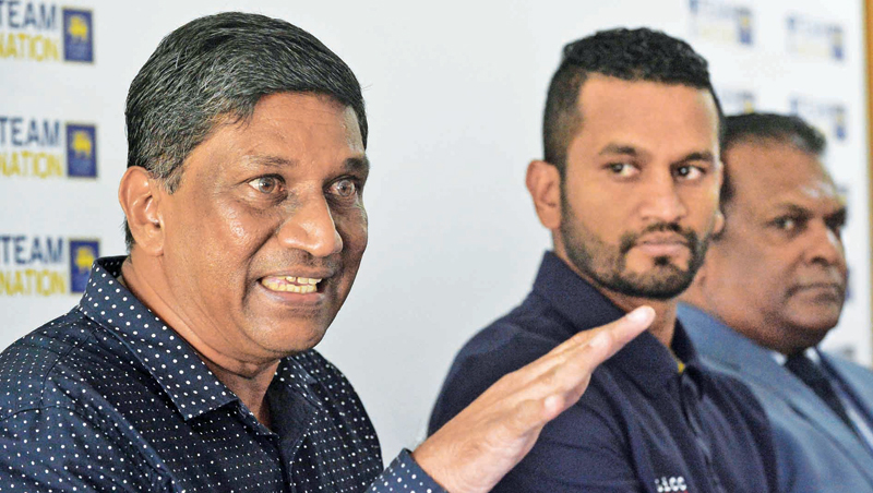Chief selector Ashantha de Mel explains a point at the media conference held at SLC headquarters yesterday. Newly appointed ODI captain Dimuth Karunaratne and SLC president Shammi Silva are also present.