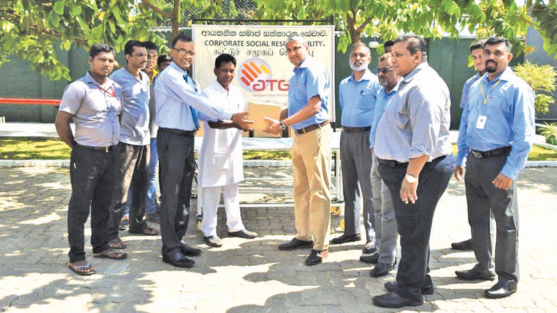 Dr. N.K Wijeratne Medical Officer Planning, Negombo District General Hospital receives the donation from Managing Director of ATG Group of Companies, Fazal Abdeen.