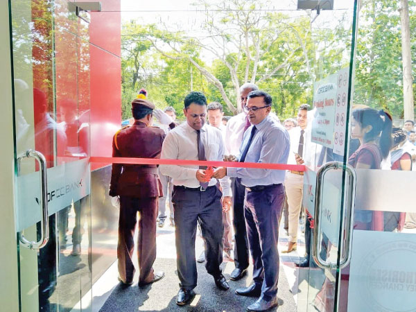 Chief Operating Officer, Achintha Hewanayake and Senior Vice President  Branch Banking and SME, Bathiya Alahakoon declaring the branch open