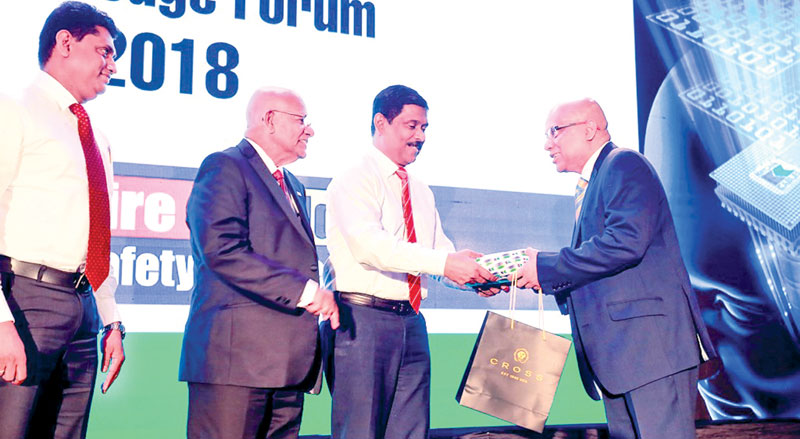 Murali Prakash being presented with a token of appreciation by General Manager – Marketing, Anil Munasinghe, Brand Development Manager, Channa Jayasinghe and Kelani Cables Director/CEO, Mahinda Saranapala looks on