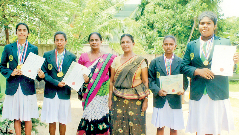 The four best athletes of St. Anthony's Girl College, Panadura (from left)  Ishini Nawodya (Under 20 best athlete), Hiruni Prarthana (Under-14 best athlete), Mrs. M. Domika Milanthi (sports teacher), Mrs. Padmini Abeysinghne (Principal), Kinoli Mithya (Under-14 high jump) and Kawanthi Thesathya (putt shot)