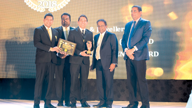 Managing Director of Sapphire Cutters Armil Sammoon receiving the award from Parliamentarian Thilanga Sumathipala