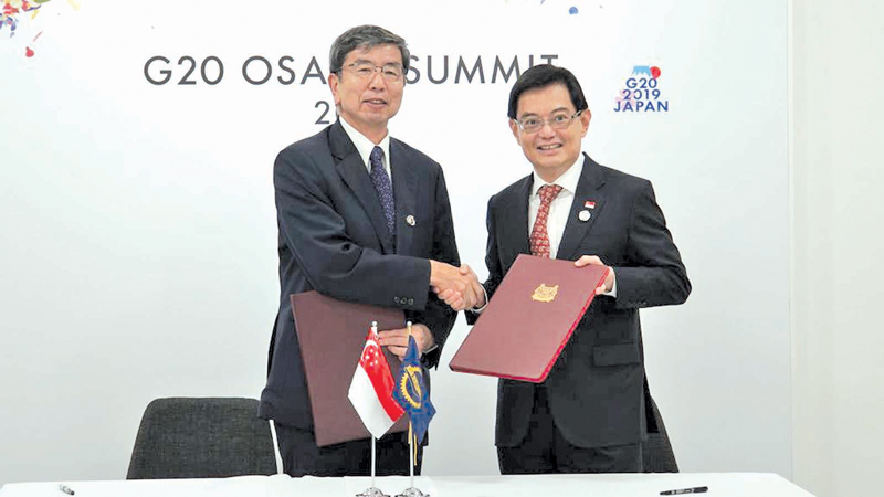 ADB President Takehiko Nakao and Singapore's Deputy Prime Minister and Minister for Finance  Heng Swee Keat at the signing.