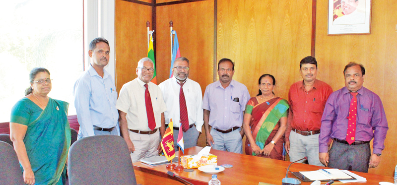 Dr. Suren Raguwan, Governor. NP , Dean Faculty of Agriculture Dr. Suriya Kumar , Professor in Agriculture Engineering, Thushanthy Mikunthan of the University of Jaffna Government representatives and the Coordinator Kelani Saviya and Kelani Shakthi CSR programs, Jayantha Wijesinghe at the event