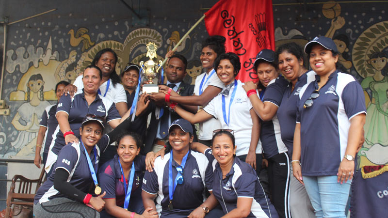 Champions Meththa House posing with the trophy after skipper Jayathri Upendra receives the award from chief guest Thilan Rangana.