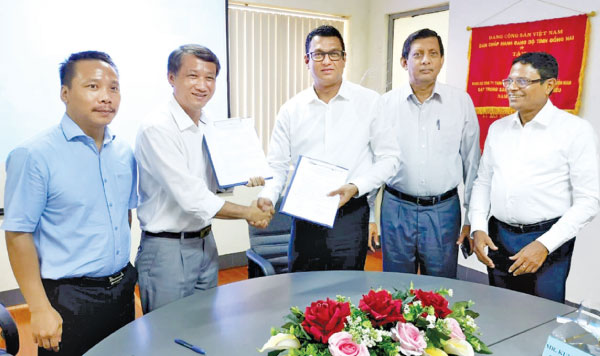 Singer signs trade agreement with SVEAM Company Vietnam