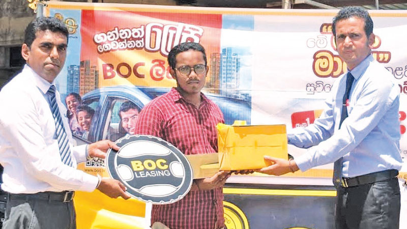 The Chie Guest BOC Ampara Area Manager D.M.S. Dissanayake and the BOC Pottuvil branch Manager S.P. Kiritharan hands over the keys to a kcusomer and inaugurates the campaign.