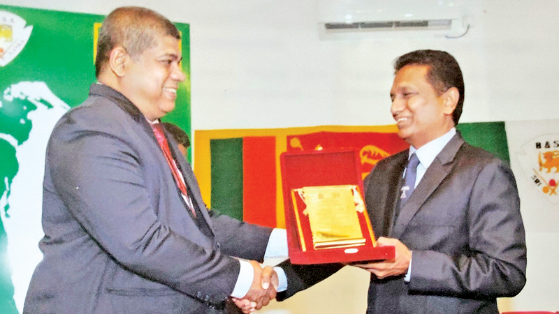 Billiards and Snooker Association of Sri Lanka president Noor Zulky Passela (left) receiving a plaque during their 70th anniversary celebrations from a former president Jagath Sumathipala.