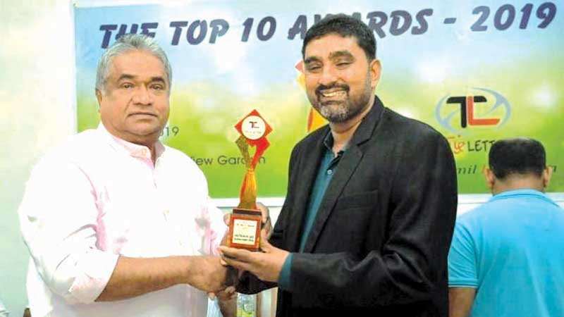 Nintavur Ayurveda Research Hospital Director Dr. K.L.M. Nagfer receiving a memento from State Minister Faizal Cassim. Picture by I.L.M. Rizan, Addalaichenai Central Corr.