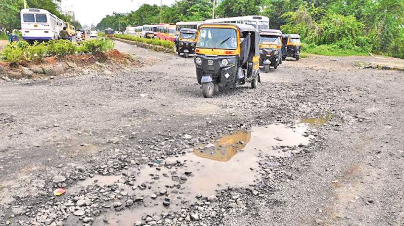 Asian Development Bank provided a loan of $200 million to the Maharashtra government to repair its bad roads all over the state. (Bachchan Kumar/ Hindustan Times)