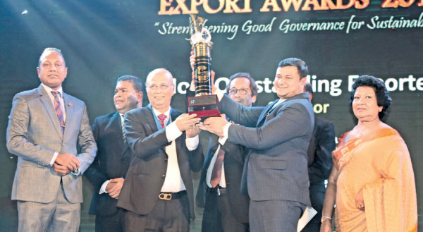Outstanding Exporter 2019 Samson Rubber Products (PVT) LTD Chairman R. Rajapaksa  receives the award. Picture by Shan Rambukwella