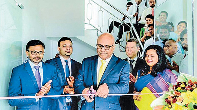 London-based Programus CEO/Founder Shantha Ruban opens the second office in Sri Lanka under its expansion plan. Programus COO/ Project Delivery Director Nadith Kudagama (extreme left), Director of Solutions and Marketing Shivanth Alexander Gnanaskandan and CTO/R&D Director Jon Gustafsson are also present