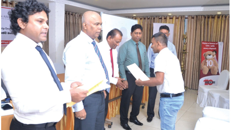 SME officials receives their certificates