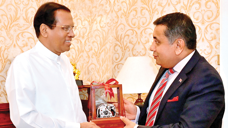 President Maithripala Sirisena presenting a memento to British Minister of State, Lord Tariq Ahmed of Wimbledon. Picture by President's Media Division.