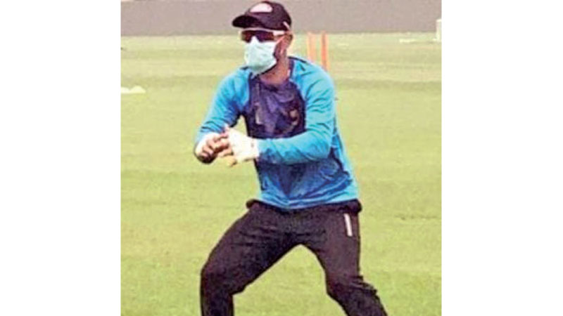 Bangladesh cricketer Liton Das training with a pollution mask in the capital city of Delhi on Thursday.