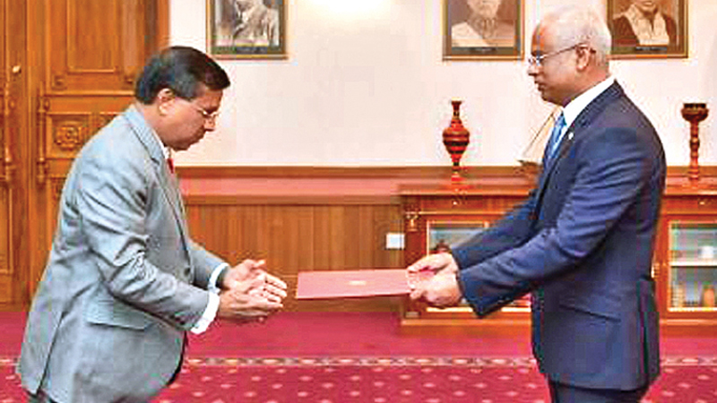 Ambassador K.W.N.D. Karunaratne presents his credentials to Maldivian President Ibrahim Mohamed Solih at the President's Office in Male recently.