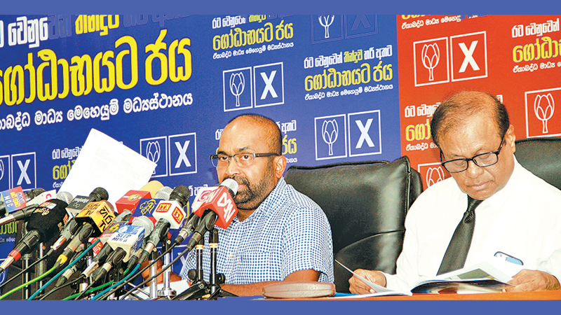 SLFP MP Ranjith Siyambalapitiya and SLPP MP Susil Premajayantha at the SLFP-SLPP joint media briefing yesterday. Picture by Dushmantha Mayadunne