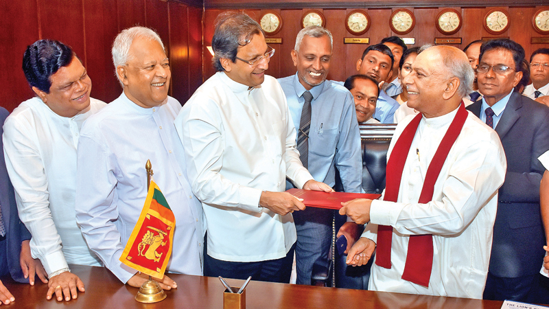 Foreign Affairs Minister Dinesh Gunawardena assumed duties on Monday. Picture by Gayan Pushpika