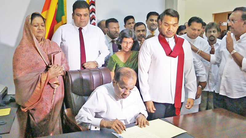 North Western Province Governor A.J.M. Muzammil assumed duties at the Governor's Office yesterday morning. Picture by Chandani Dissanayake, Mallawapitiya Group Corr.