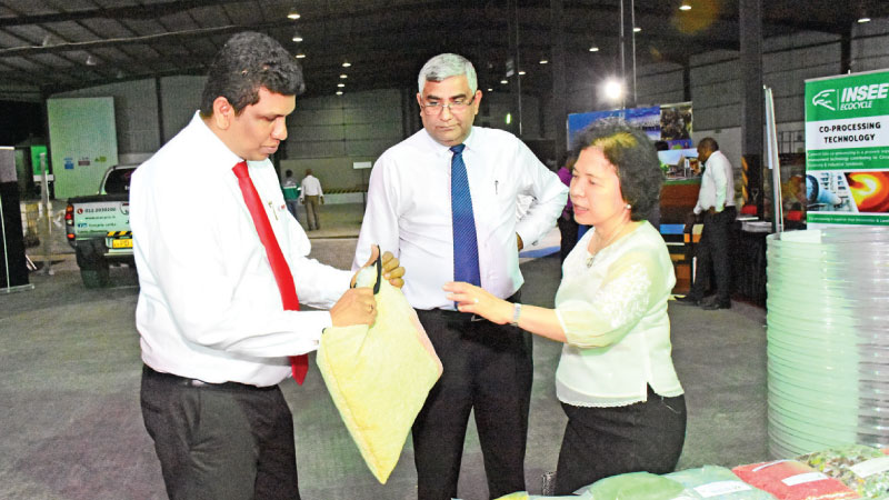 Sanjeewa Chulakumara, Director of INSEE Ecocycle Lanka (Private) Limited, explains about the Resource Recovery centre operations to the Chief Guest Chulamanee Chartsuwan, Ambassador of Thailand to Sri Lanka and Nandana Ekanayake, Chairman and CEO of INSEE Cement Sri Lanka.