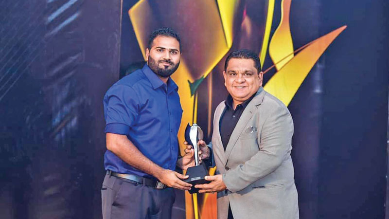 Fawzan Fareid, SriLankan's Country Manager of The Maldives receives the award