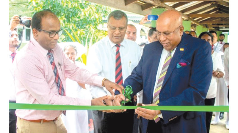 From Left: Kiribathgoda Base Hospital Medical Superintendent, Dr. K.T Nihal Peiris, Mabroc Teas (Pvt) Ltd Managing Director, Niran Ranatunga and Hayleys PLC Chairman and Chief Executive, Mohan Pandithage at the opening ceremony of the Men's Ward at the Kiribathgoda Base Hospital.