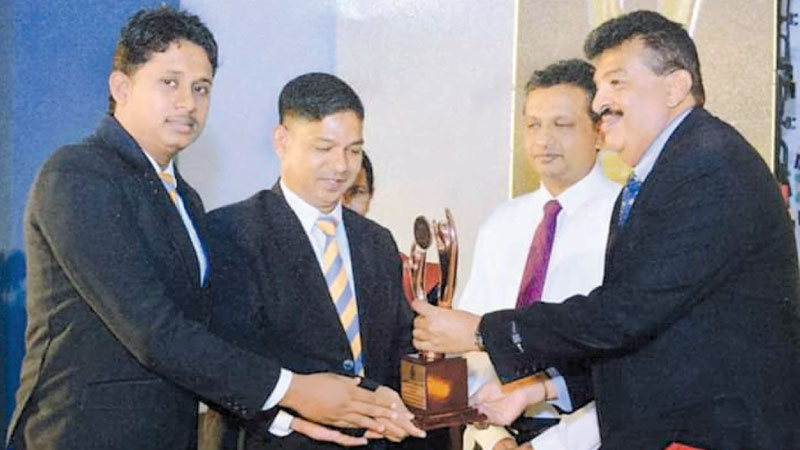 UA team receiving the Bronze Award (Service Sector - Monaragala District) from Ravi Liyanage, Chairman/CEO of the Raigam Group.