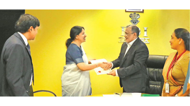 Corporate Vice President of HCL Technologies, Srimathi Shivashankar at the event with the Chairman of Board of Investment in Sri Lanka, Susantha Ratnayake (centre right), in the presence of representatives from HCL Technologies and BOI Sri Lanka.