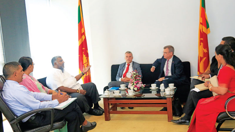 Minister Ranatunga, Ambassador, Jorn Rohde, Chairperson of Sri Lanka Tourism Development Authority (SLTDA), Kimarli Fernando and other officials at the discussion in Colombo.