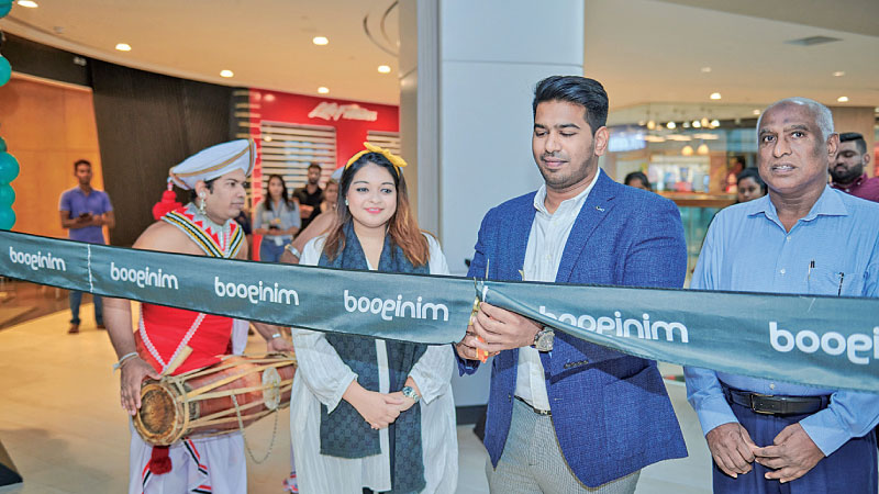 Zamrin Mabuthoon, Mnaaging Director, Minigood Lanka with Tasneem Siddeeque Director Minigood Lanka along with Guest of Honour Kamurudeen Mabuthoon opens the store at One Galle Face