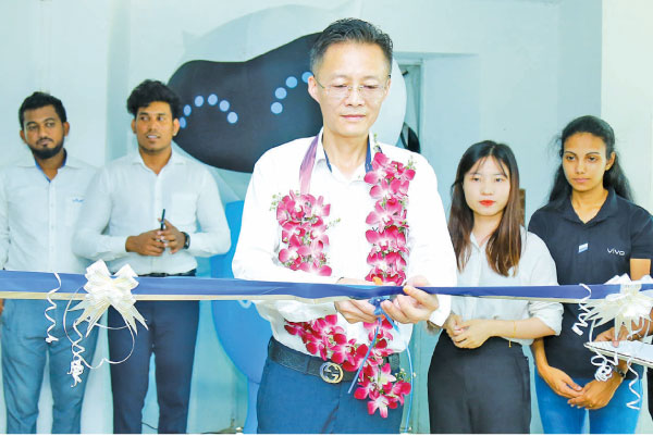 Kevin Jiang, Vivo mobile Lanka CEO opens the Service Centre in Galle