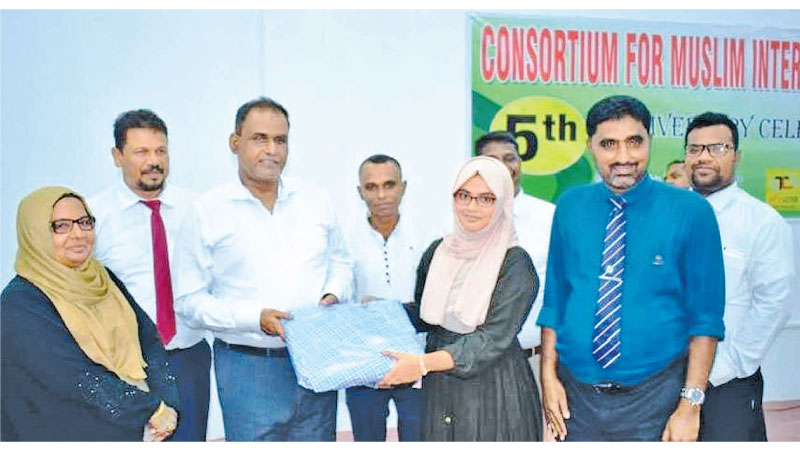 Mohamed Nagfer Fathima Amnah of Ayesha MLC in Akkaraipattu receives the district 11th rank from the old syllabus Science stream receive her award at the event.