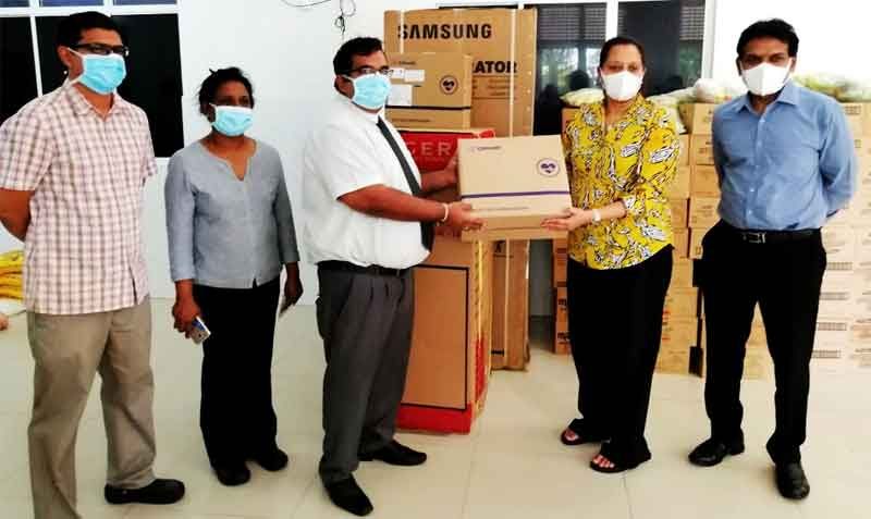 Handing over of donations to Dr. Hasitha Aththanayake – Director, IDH Hospital (left) from Kumudika Fernando – Managing Director of Maliban Biscuits and Ravi Jayawardena – Group CEO of Maliban Biscuits (right).