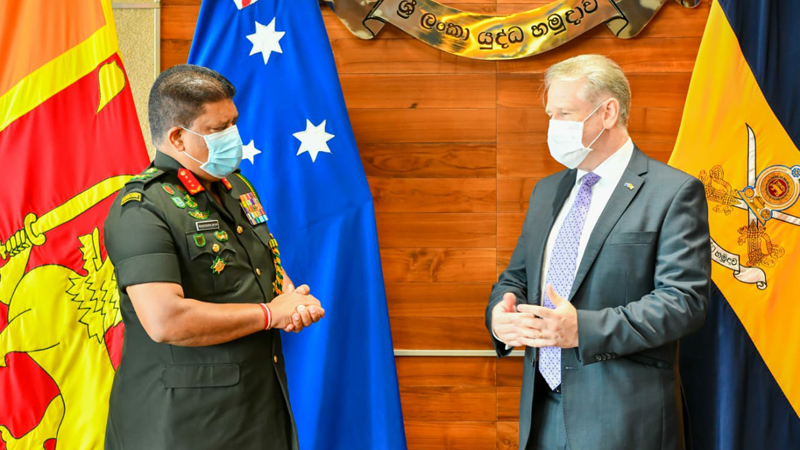 The Army Commander and the Australian High Commissioner in conversation