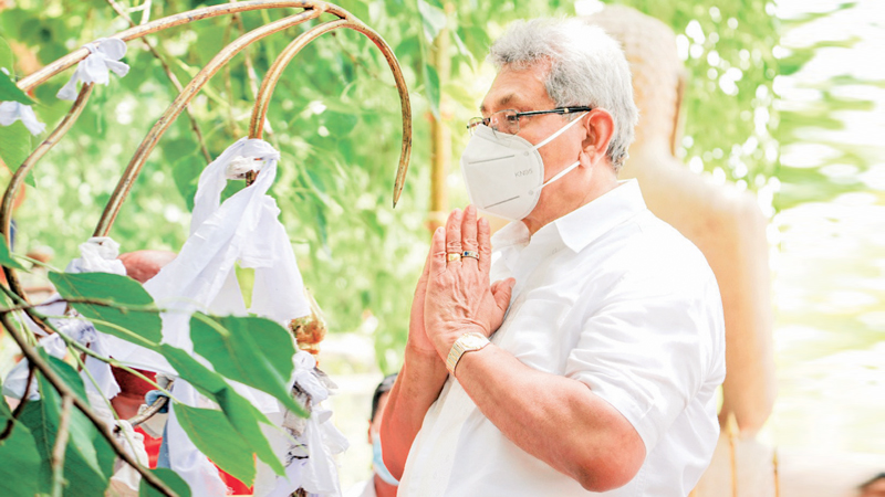 President Gotabaya Rajapaksa visited the sacred Somawathi Temple on Saturday and engaged in religious observances seeking blessing for both citizens and the country. The President paid homage to the Chief Incumbent Ven. Pahamune Sri Sumangala Thera and obtained blessings. Picture by President's Media Unit