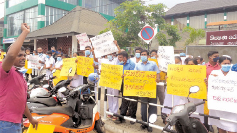 Protestors outside the hospital. Picture by M. Maharuf, Kurunegala South Corr.