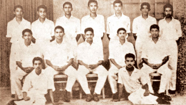 Prince of Wales College First Eleven Cricket Team – 1962/63    On the Ground L/R – Sarath Fernando, Chanaka Perera    Seated L/R – Hemal Mendis (Snr), Ryle de Mel (Vice Captain), Vernon de Mel (Captain), Rajah Peiris, Nihal Thenuwara    Standing L/R – Sarath de Silva, Leslie de Silva, Priyananda Perera, Shanthilal Silva, Ranjith Wickramasinghe, Deepal Peiris, Nihal Sannasgala   (Picture by Dilwin Mendis, Moratuwa Sports Special Correspondent)